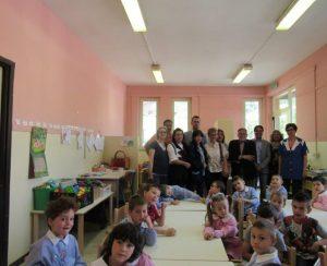 Gli alunni della Scuola Materna Beato Simone di Cascia insieme al Team di LC3